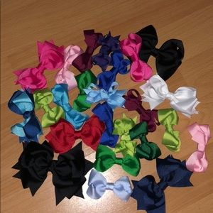 Girls clippie bows 25 pieces🤩